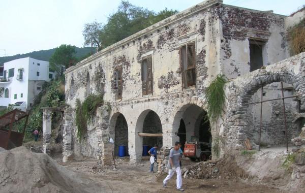 Progetto per il restauro conservativo di un complesso immobiliare in zona costiera . Canneto di Lipari